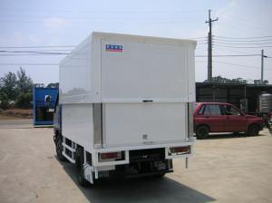Hydraulic ascending/descending truck body